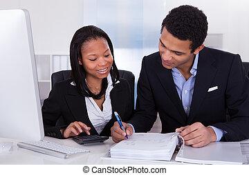 dos, trabajo, finanzas, empresarios