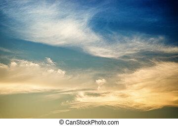 dramático, hermoso, cielo de puesta de sol, luz
