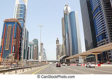 DUBAI - APRIL 18: vista general en la carretera de troncos y rascacielos el 18 de abril de 2010 en Dubai, UAE. Dubai es la ciudad más veloz de la Tierra.