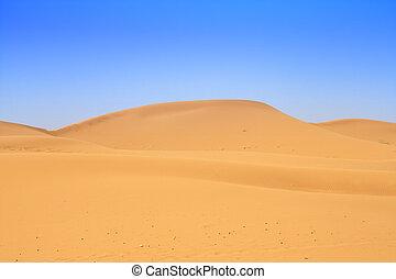 Dunas de arena y hermoso cielo sin nubes