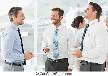 durante, tazas, colegas negocio, discusión, interrupción, té