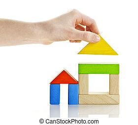 Edificio con bloques de madera