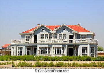 Edificio de techo rojo