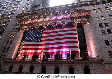 Edificio icónico de NYSE al atardecer