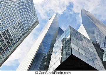 Edificios altos en el distrito de la defensa de París