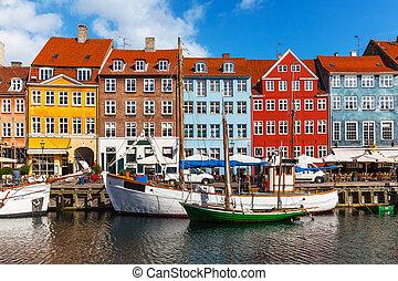 Edificios de color de nihavn en copehnagen, denmark