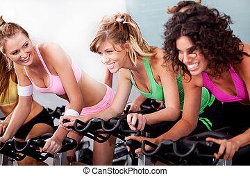 ejercicios, gimnasio, cardio, mujeres