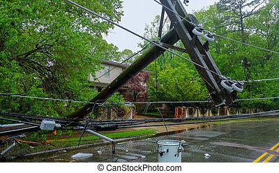 eléctrico, severo, daños de la tormenta, causado, tilt., caer, postes