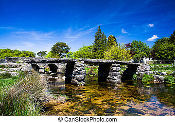 El antiguo puente de claque