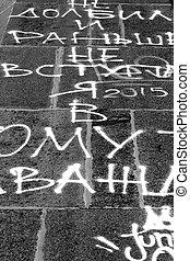 El asfalto escrito en blanco y negro