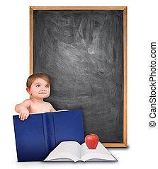 El bebé de la escuela con libro y pizarra