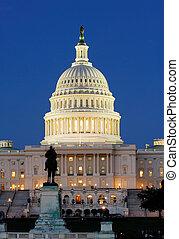 El Capitolio por la noche