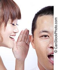 El chisme entre hombre y mujer