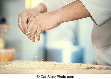 El cocinero se prepara