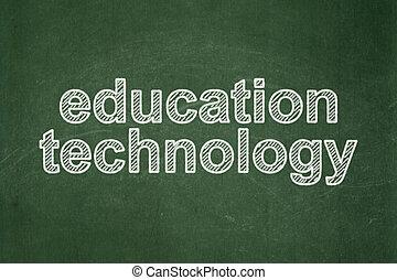 El concepto de educación: tecnología de educación en el fondo de pizarra