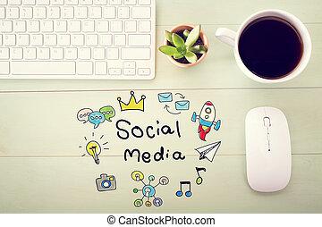 El concepto de las redes sociales con la estación de trabajo