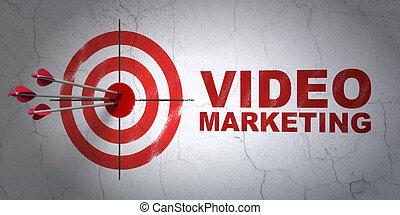 El concepto de negocios: objetivo y Video Marketing en fondo de pared