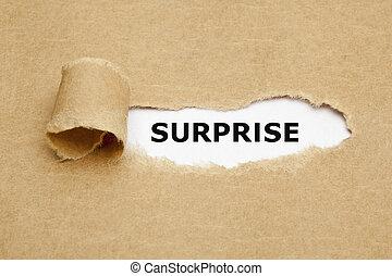 El concepto de papel roto sorpresa