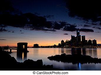 El crepúsculo sobre el horizonte de Detroit.