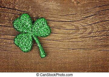 El día de San Patricks brilla sobre la madera