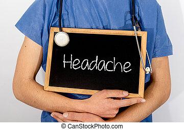 El doctor muestra información en la pizarra: dolor de cabeza. Un concepto médico.