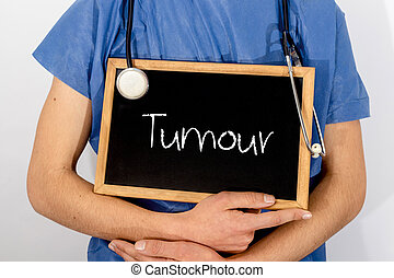 El doctor muestra información en la pizarra: tumor. Un concepto médico.
