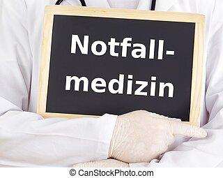 El doctor muestra información: medicina de emergencia