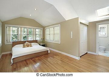 El dormitorio principal con claraboya