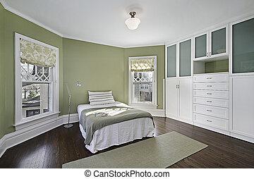 El dormitorio principal con paredes verdes