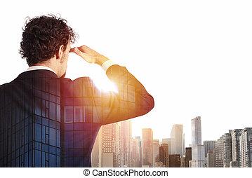 El empresario busca lejos el futuro