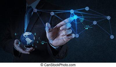 El empresario que trabaja con la nueva computadora moderna muestra la estructura de la red social