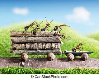 El equipo de hormigas carga troncos de madera con un auto, trabajo en equipo, transporte ecológico