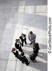 El equipo de negocios estaba en un círculo