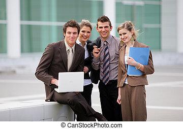 El equipo de negocios estaba fuera de la oficina