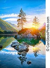El fantástico atardecer de otoño del lago Hintersee
