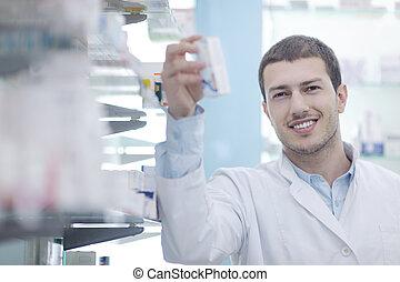 El farmacéutico farmacéutico de la farmacia