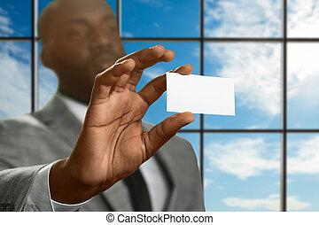 El gerente de Afro muestra su identificación.
