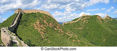 El gran muro de porcelana sobre las montañas, China, panorama