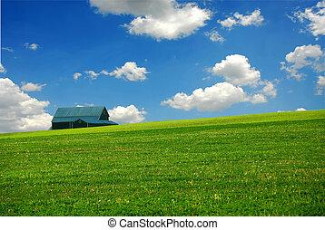 El granero está en el campo