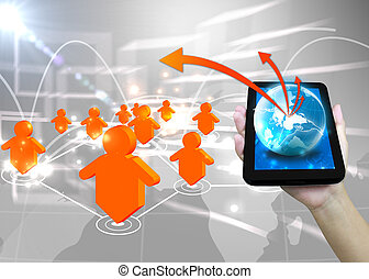 El hombre de negocios tiene el concepto de la red social de tecnología