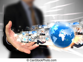 El hombre de negocios tiene un concepto de tecnología