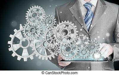 El hombre de negocios toca el equipo al concepto de éxito