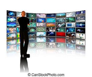El hombre que ve los videos