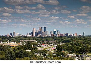 El horizonte de Minneapolis desde Plymouth