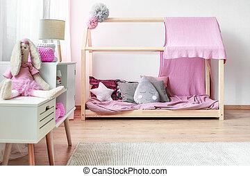El interior de la habitación de la chica rosa