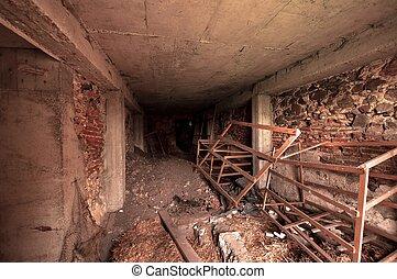 El interior de la habitación desordenada