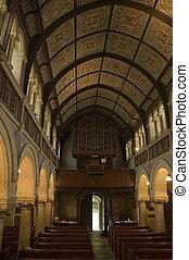 El interior de la iglesia de Chideock