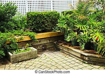 El jardín verde lujurioso