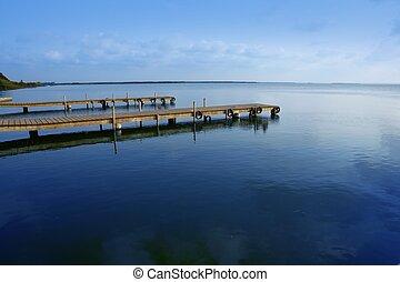 El lago Albufera se moja en la zona de Valencia