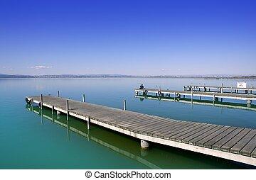 El lago Albufera valenciano moja tierra mediterranea